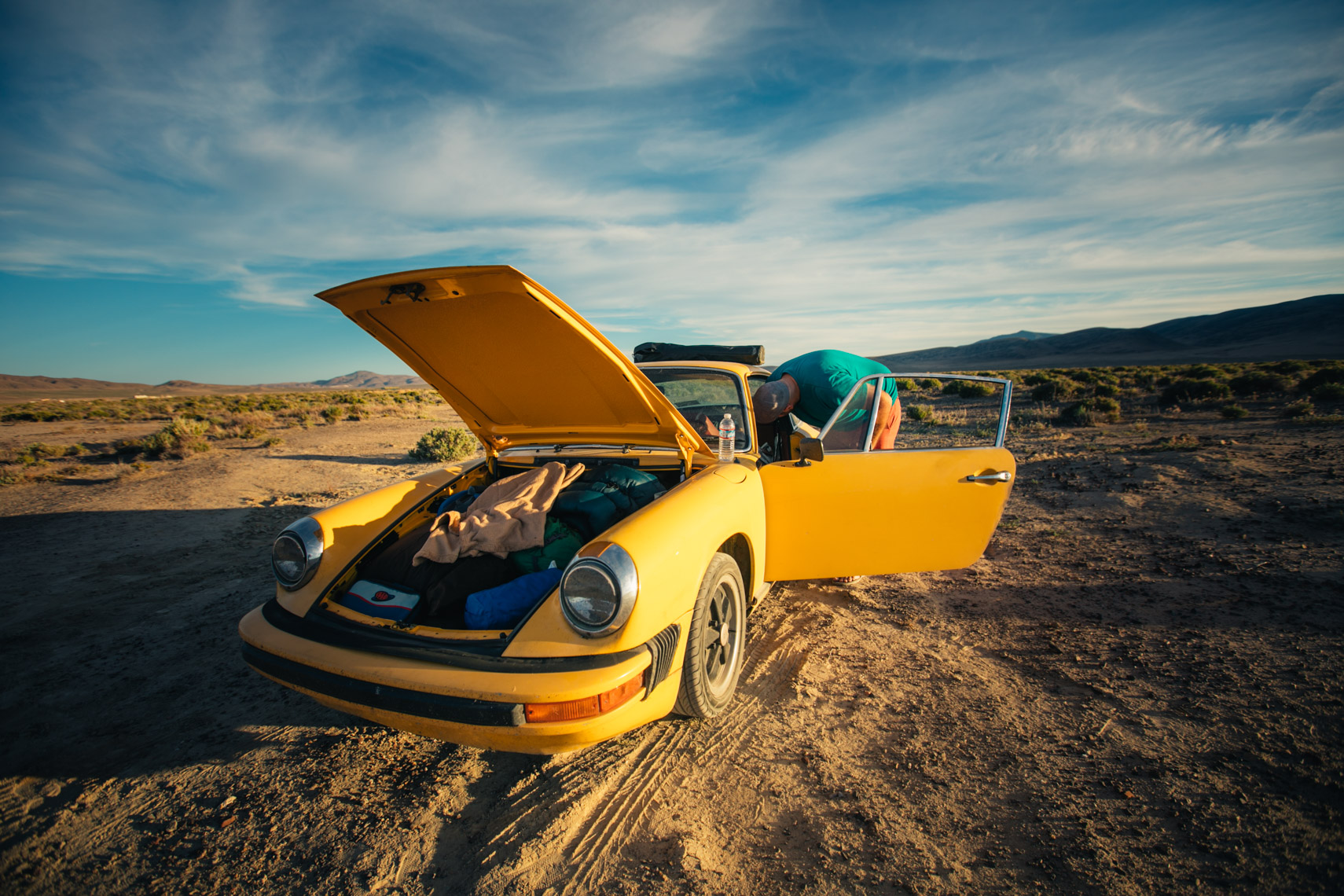 Porsche 911 in the desert